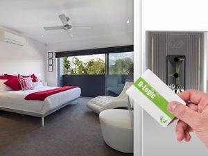 Otvaranje vrata hotelske sobe pomoću beskontaktne kartice i čitača